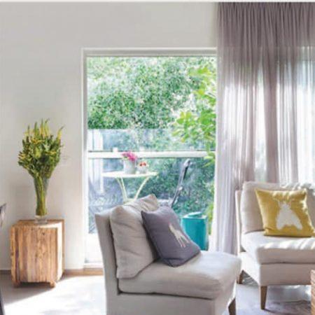 סלון בדירת גג בתל אביב בעיצוב שרון אלה