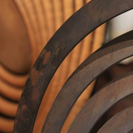 פרופיל ברזל חלוד מכופף בצורת ספירלה