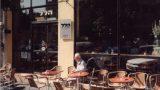 קפה הלל בירושלים , ישיבה בחוץ , ברחוב הלל